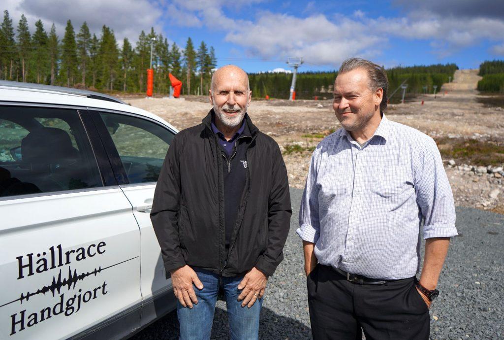 Kalle Bäckwall och Torbjörn Wallin framför en av Idre Himmelsfjälls nedfarter.